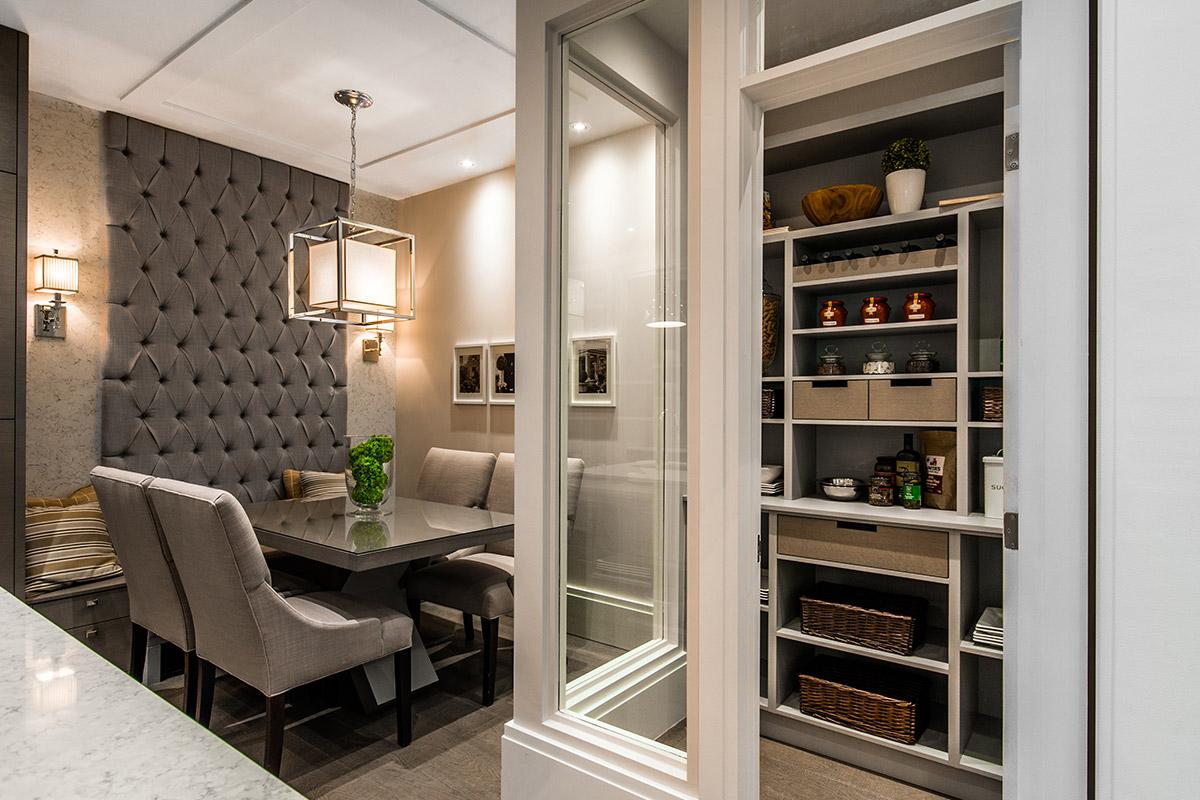 Cuisine, salle à dîner, lin, walk-in garde-manger