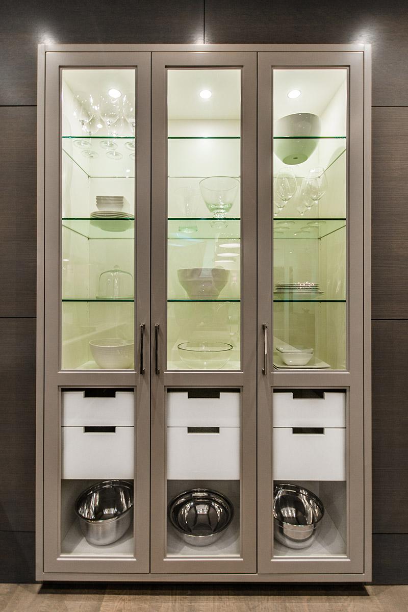 Vaissellier, grège,blanc, tiroirs intérieurs